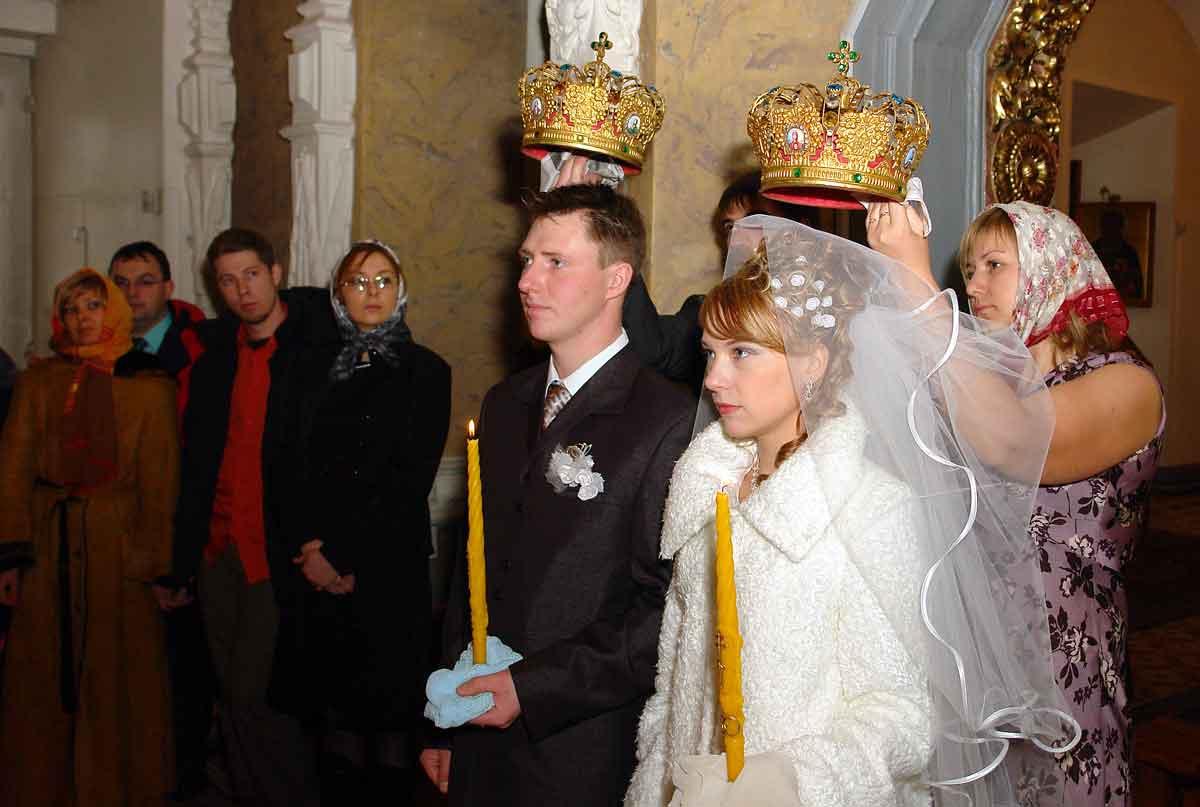 Когда венчаются до свадьбы или после свадьбы